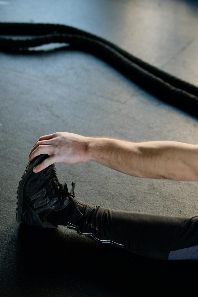rozciąganie nogi