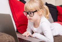 Kto powinien nosić okulary do komputera